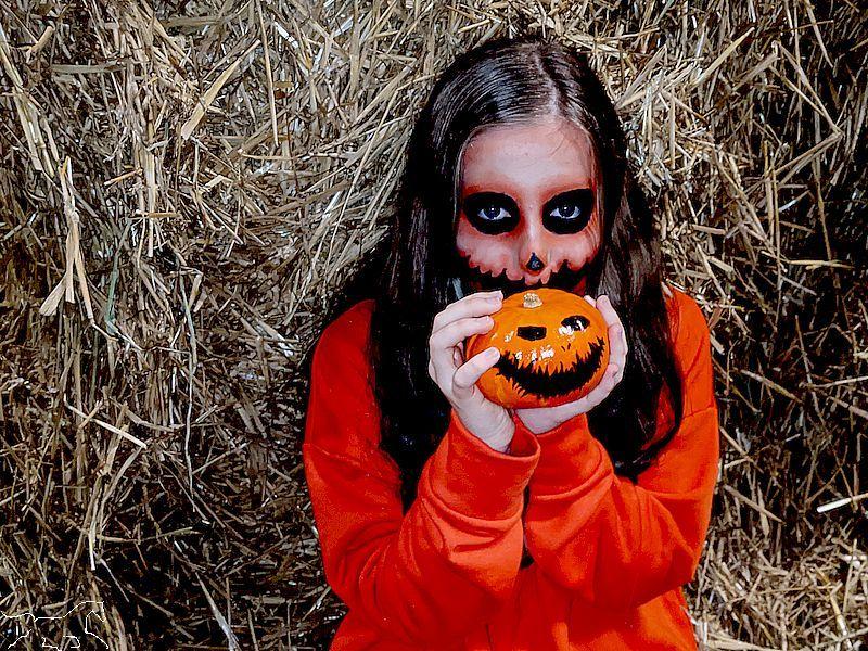 Strohmonster an Halloween